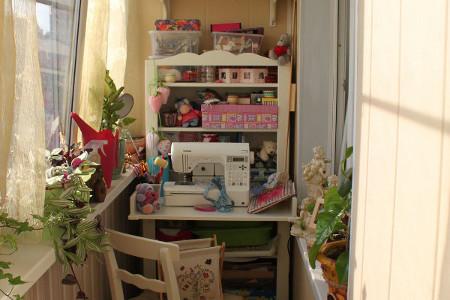 Фото оформления балкона под офис, кабинет, мастерскую своими.