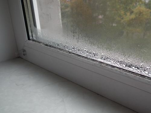 Почему потеют пластиковые окна на балконе