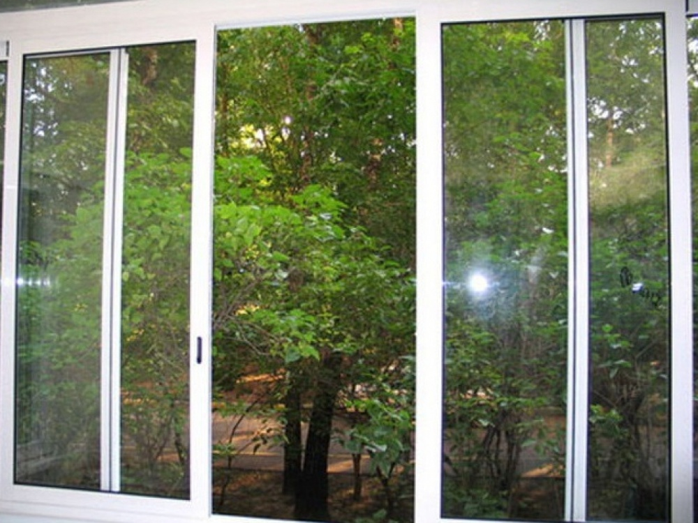 Остеклитьлоджию алюминевыми раздвижжными окнами.